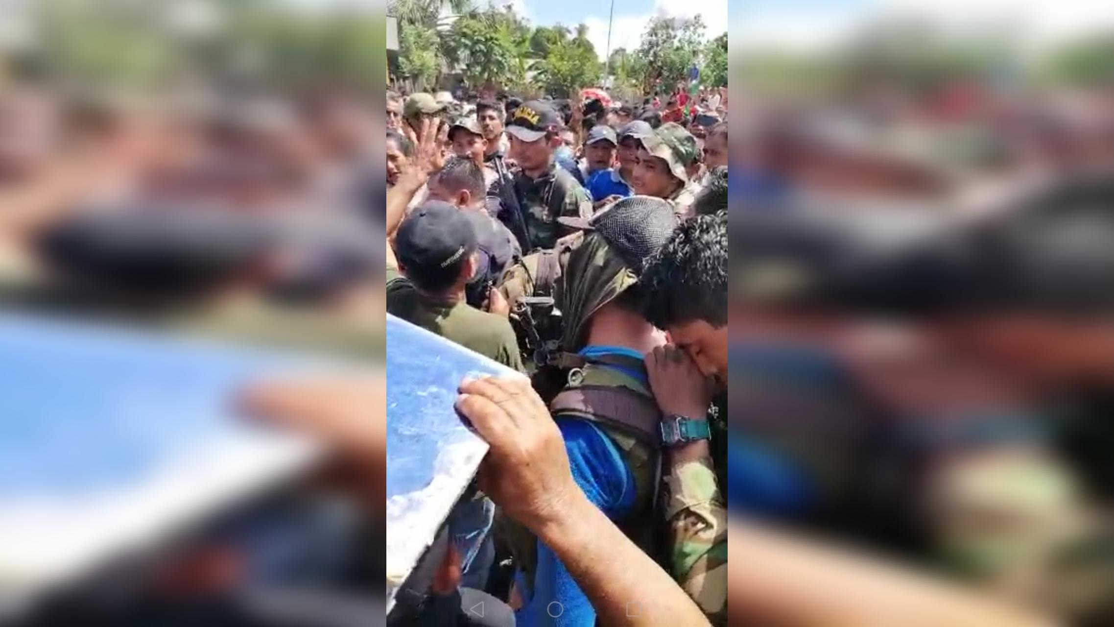 Comunidad retuvo por más de siete horas a policías antidrogas.
