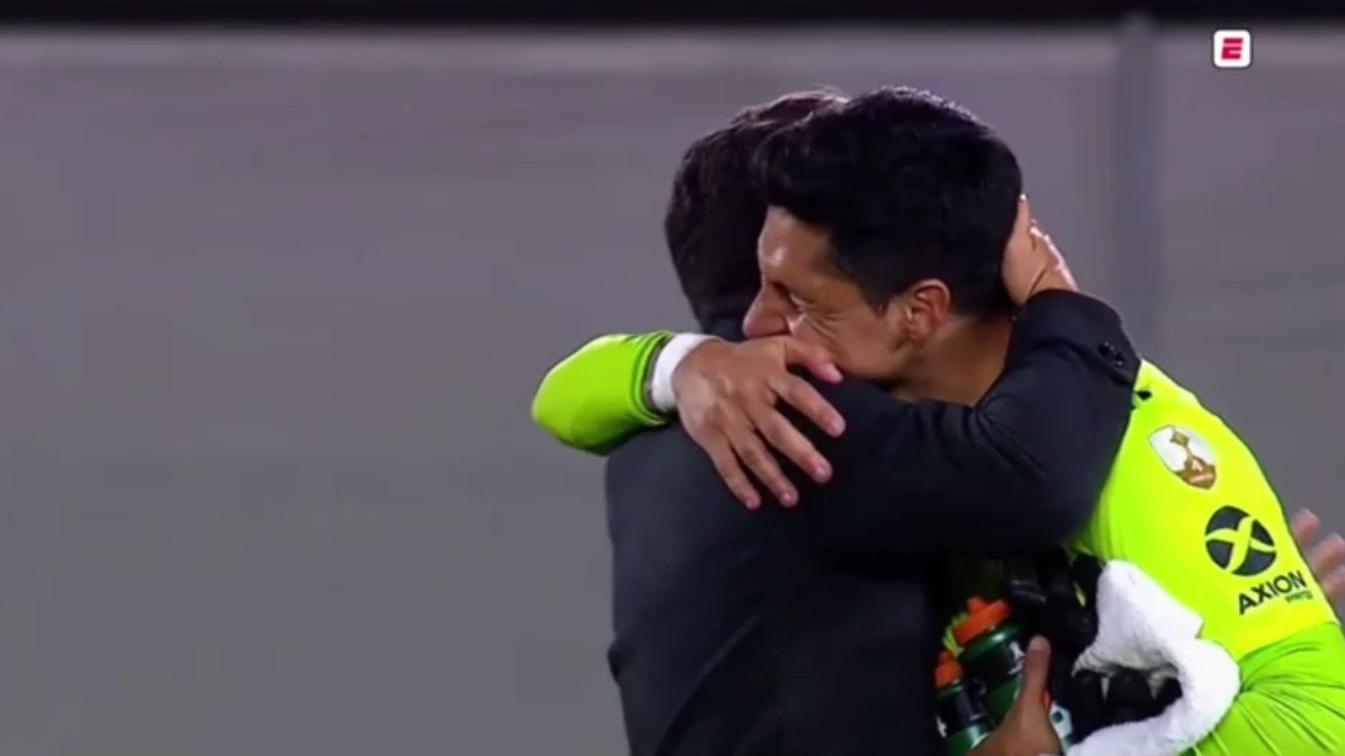 El emotivo abrazo de Marcelo Gallardo y Enzo Pérez.
