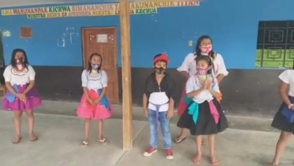 Estudiantes de la I.E. 0800 bilingüe en la comunidad nativa quechua Wayku, distrito de Lamas, en la región San Martín, no cuentan con equipos para recibir educación virtual.