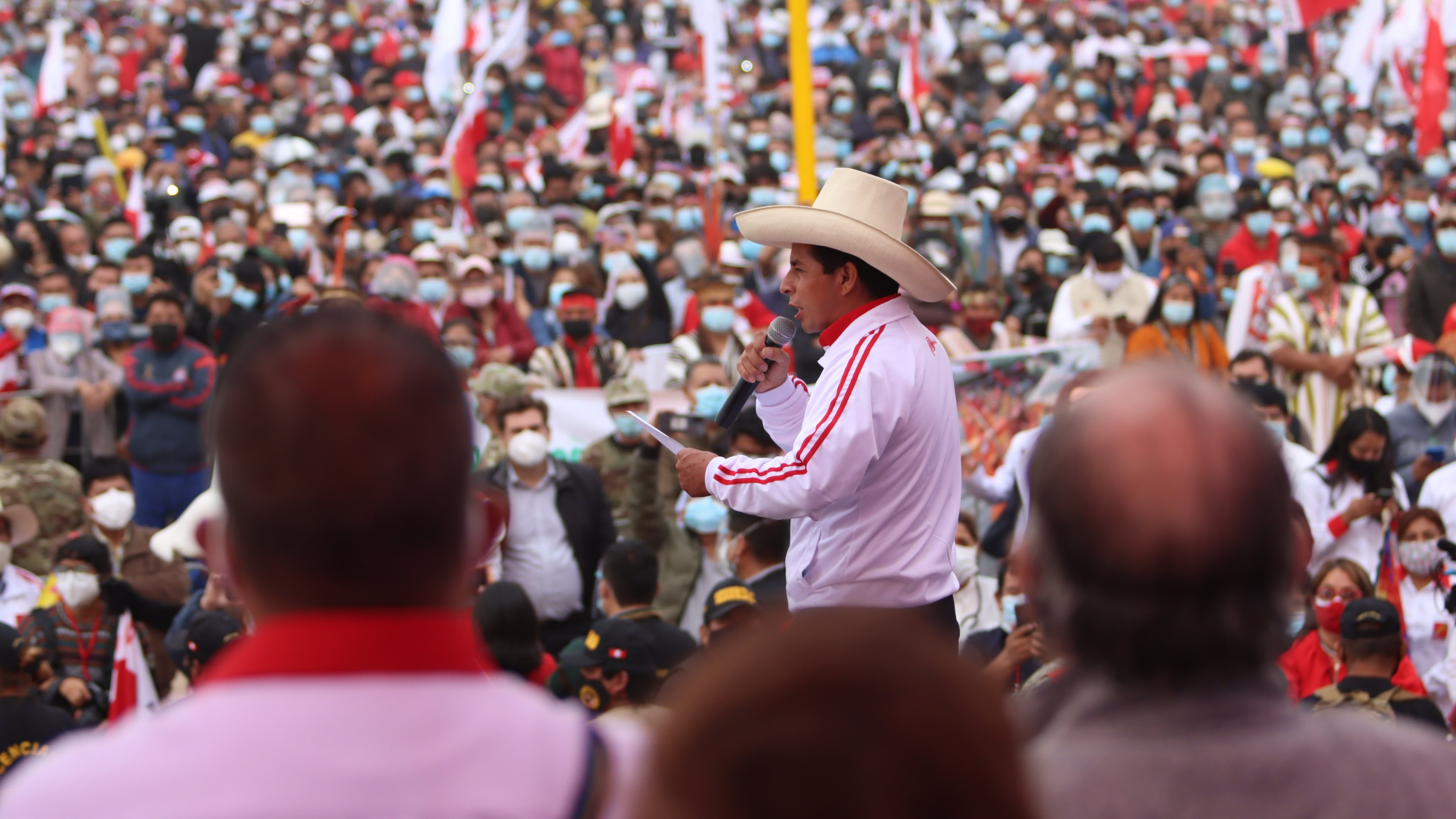 Pedro Castillo se reúne con personajes de la campaña de Perú Libre.