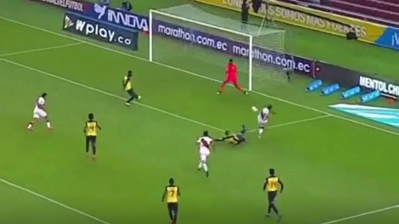 La jugada de Lapadula y el gol de Advíncula en Quito.