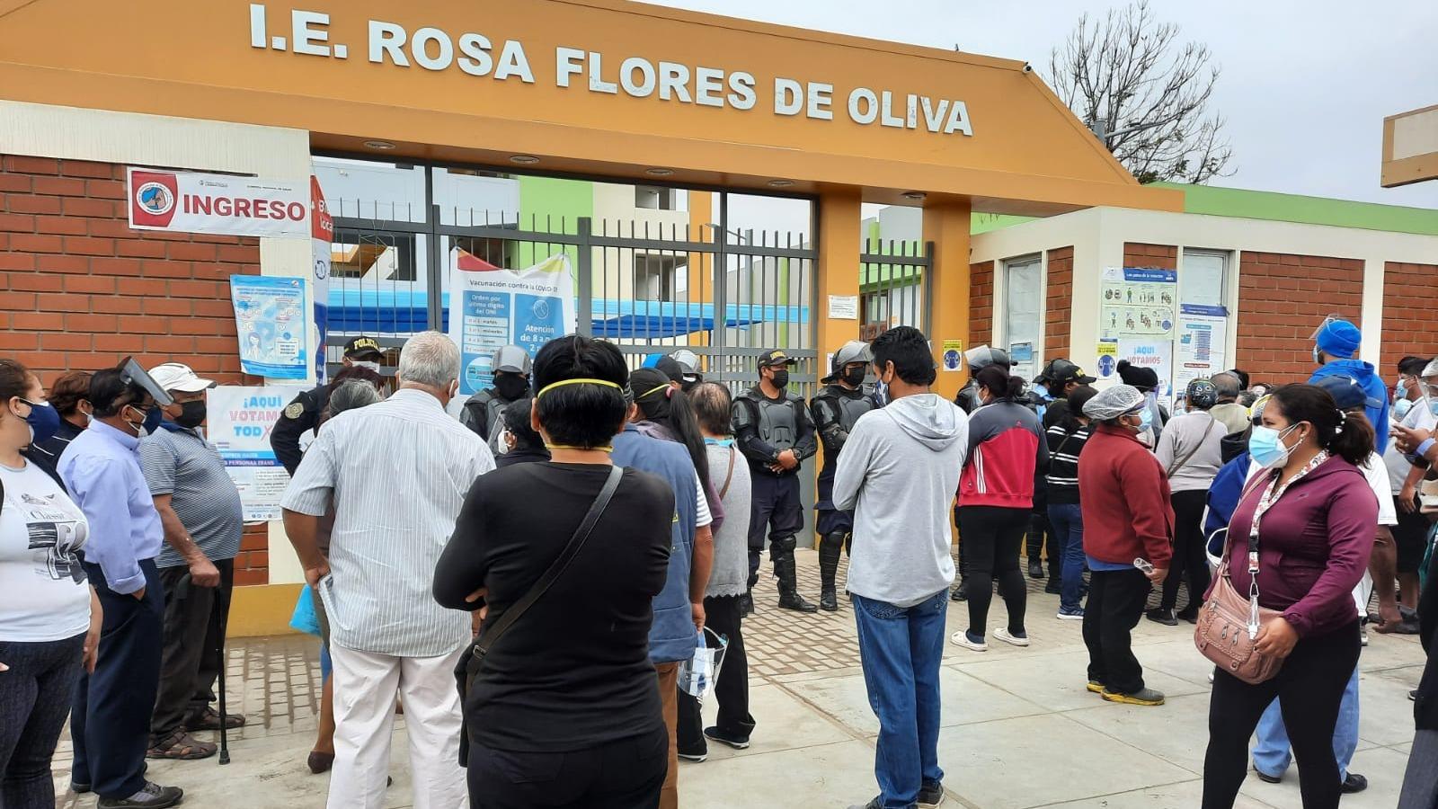 En Chiclayo hubo malestar de los adultos mayores porque se suspendió la campaña de vacunación.
