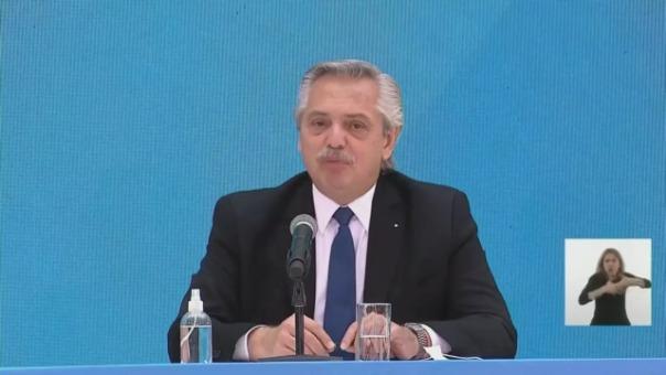 El mandatario argentino se reunió con el presidente del gobierno español, Pedro Sánchez.