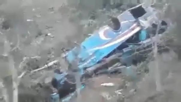 Así quedó el bus de la empresa Tours Rosita que cayó a un abismo en la provincia de Pataz.