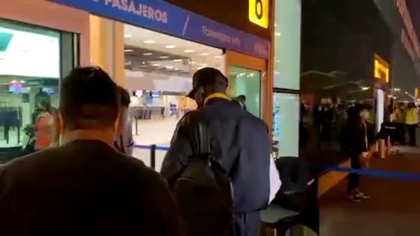 Luis Advíncula partió a Madrid para afrontar las finales por el ascenso con Rayo Vallecano