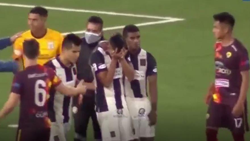 El lamento de Rojas tras su penal en el Alianza contra Santa Rosa.