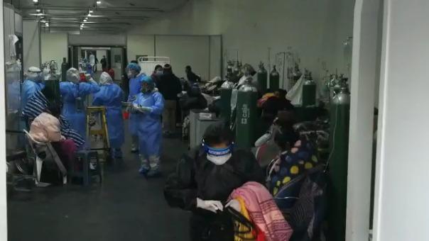 El Área de Triaje del Hospital Honorio Delgado Espinoza atiende diariamente a más 100 personas infectadas con la COVID-19.