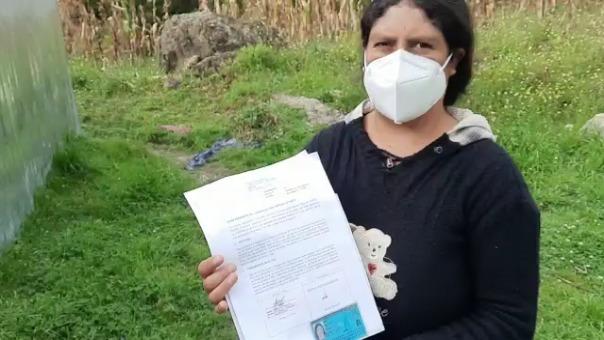 Rosa Marisol Irigoyen Sánchez mostró los documentos que acreditan la validez de su firma.