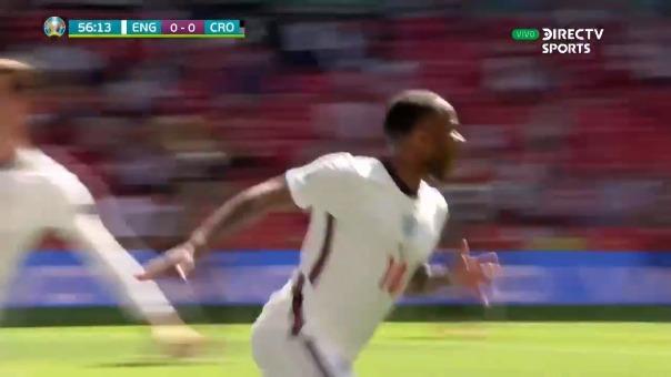 Gol de Sterling ante Croacia.