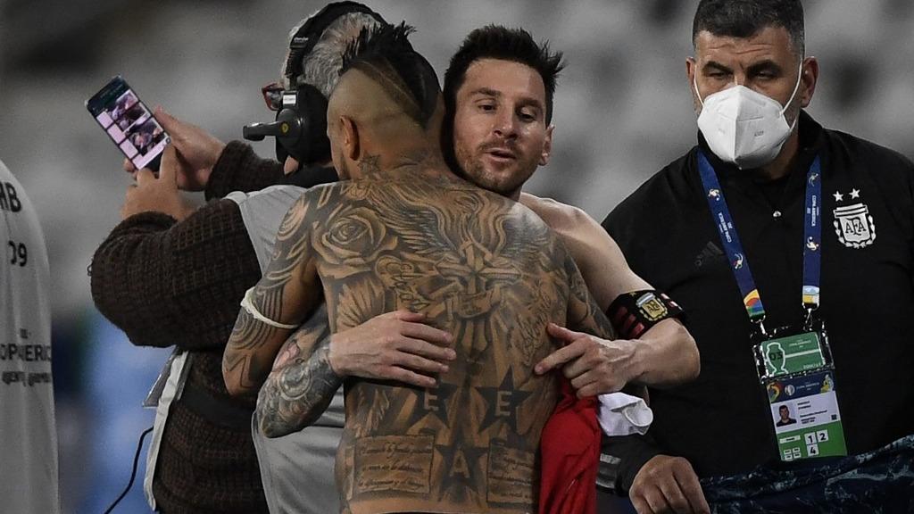 Messi y Vidal intercambiaron camisetas.