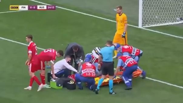 Mario Fernandes sufrió lesión de columna durante el Rusia vs. Finlandia