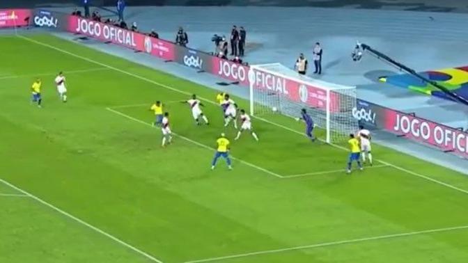 Así fue el gol de Alex Sandro frente a la Selección Peruana.