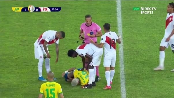 Neymar recibió fuerte falta por parte de Christian Ramos