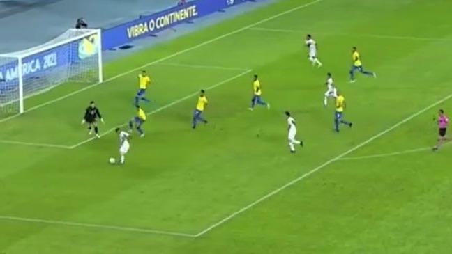 Perú y la buena jugada de peligro que definió Yotún contra Brasil.