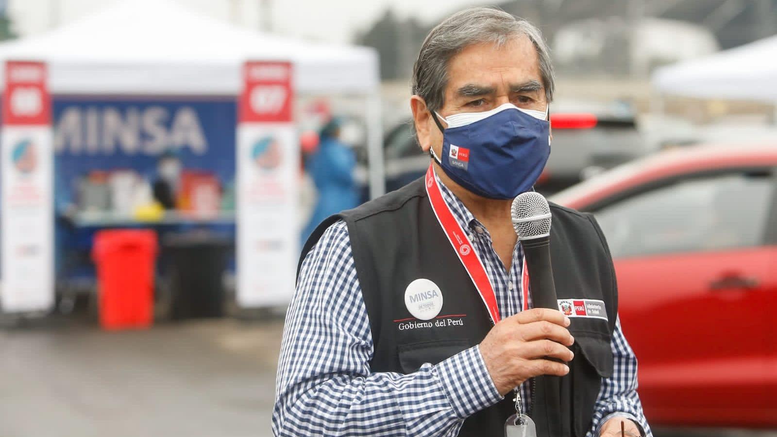 Ministro Ugarte supervisó la jornada de vacunación a pacientes oncológicos y con VIH.