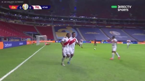 André Carrillo anotó el 1-0 de Perú sobre Venezuela