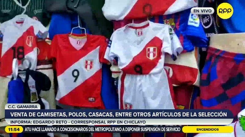 Otros artículos muy buscados por los hinchas son las casacas de la Selección.