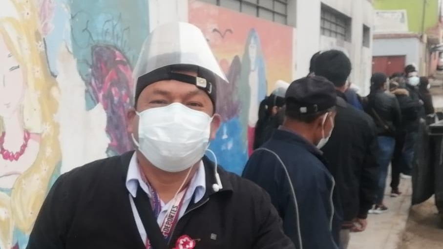 En Tacna se inició la vacunación a personas de 36 años.  El corresponsal Javier Rumiche fue inmunizado.