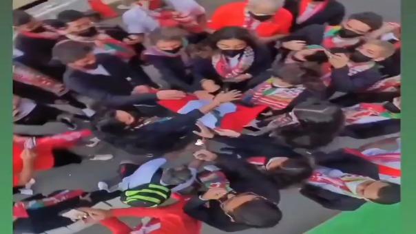 La arenga de la delegación peruana previo al desfiles