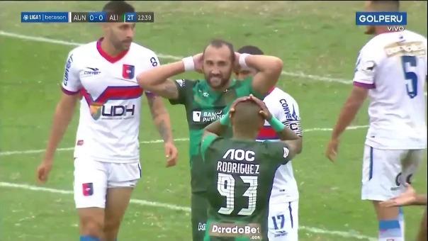 Hernán Barcos se lamenta.