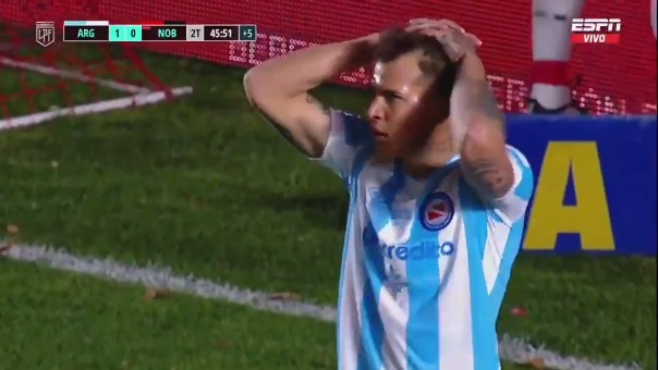 Nicolás Reniero se perdió un gol solo frente al arco