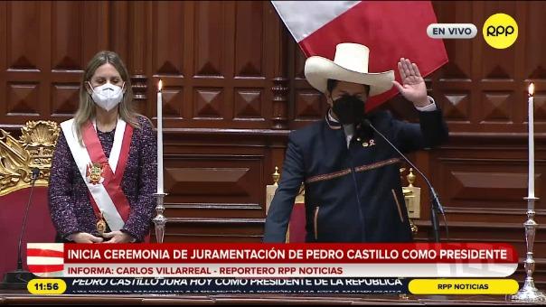 Castillo juró como presidente.