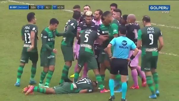Jugadores de Alianza Lima y Sport Boys protagonizaron gresca en la primera parte del encuentro