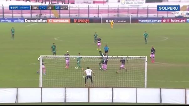 Oswaldo Valenzuela casi abre el marcador de Alianza Lima ante Sport Boys