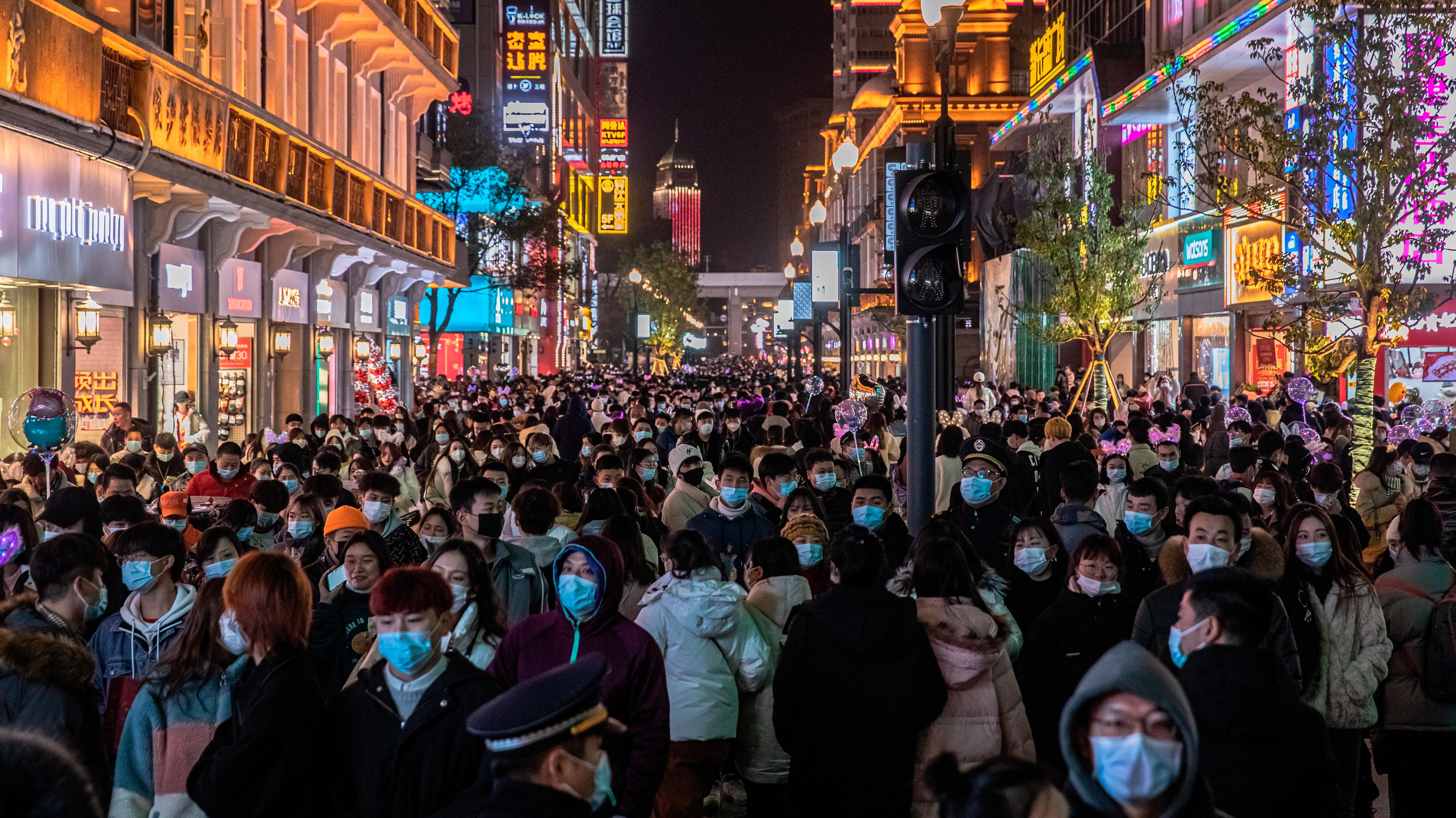 Wuhan, el epicentro del brote de coronavirus, está examinando a todos sus 11 millones de residentes para el coronavirus Sars-CoV-2 después de que se registraron siete nuevas infecciones, una oficina de la ciudad.