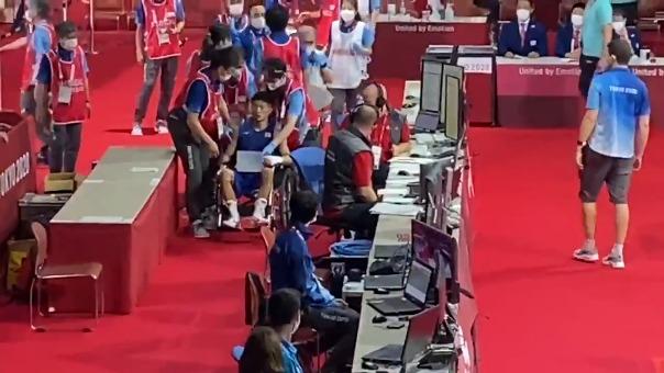 Ryomei Tanaka se retiró en silla de ruedas tras la pelea ante el colombiano Martínez