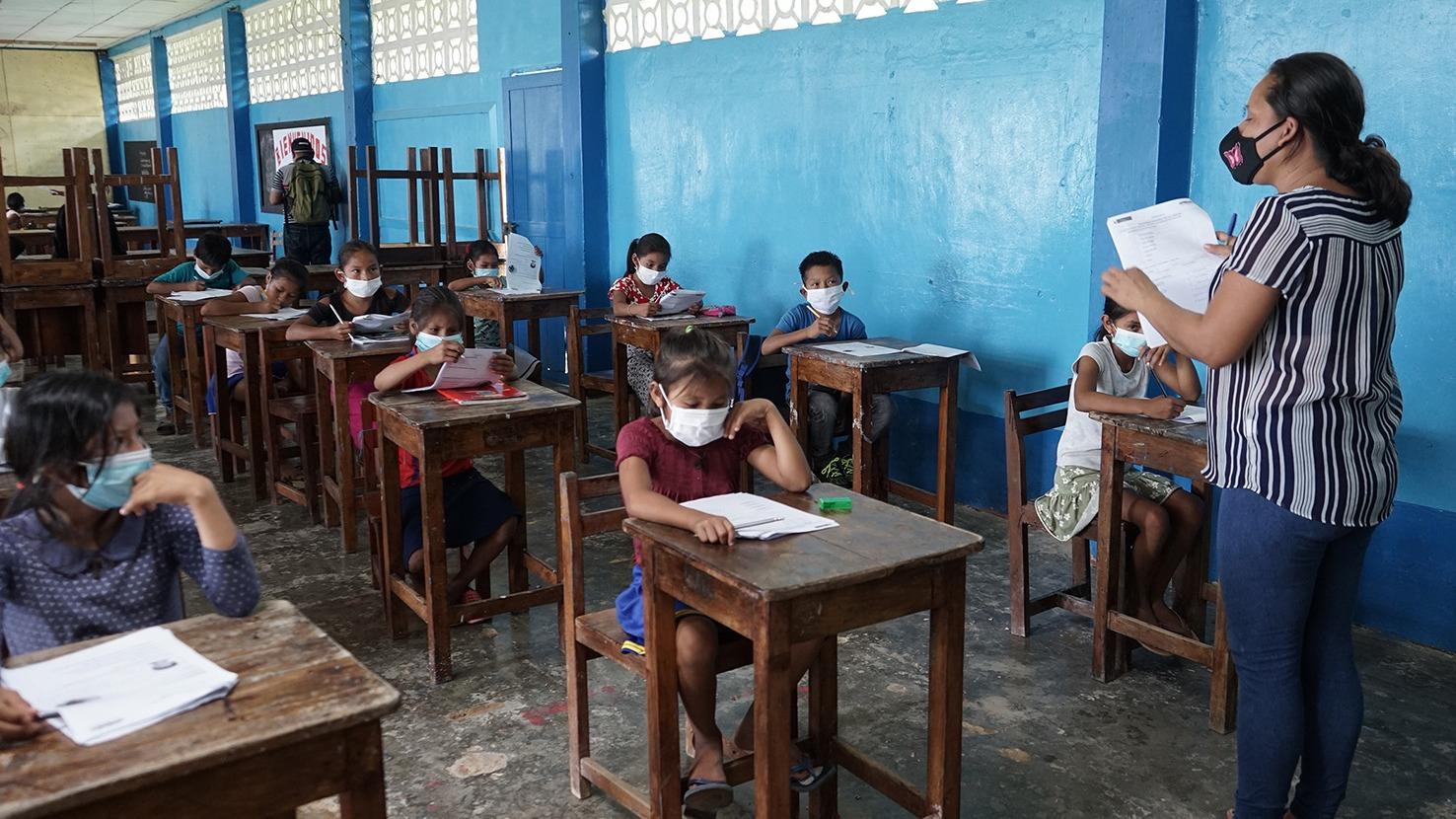 Ejecutivo debate declarar en emergencia la educación en el Perú