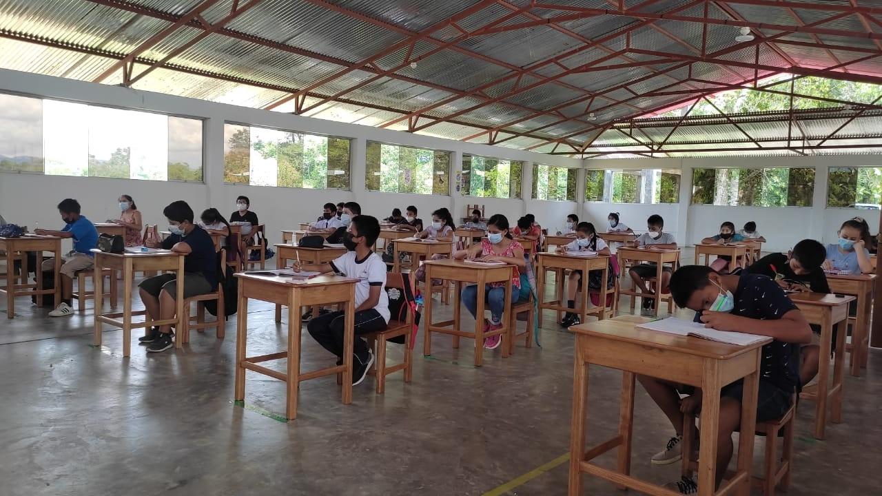Doscientos cincuenta escolares retornaron a las aulas de la Institución Educativa San Juan Bautista.