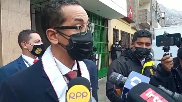 El fiscal Walter Delgado Tovar declara tras salir de la vivienda del alcalde de Independencia.