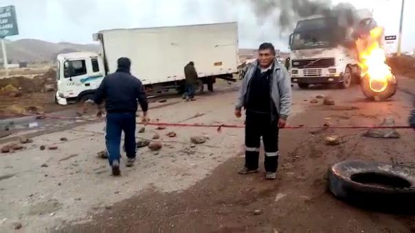 Por casi cinco horas permaneció la vía bloqueada por los pobladores de San Román.