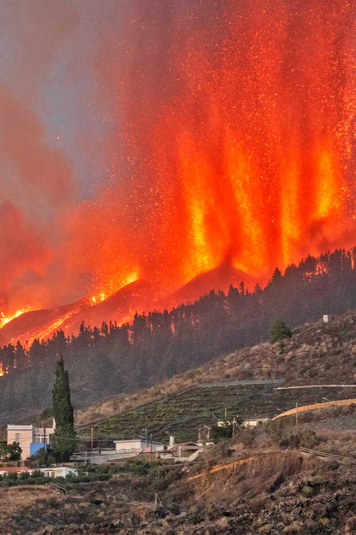 El volcán sigue su destrucción en La Palma a cinco días de erupción