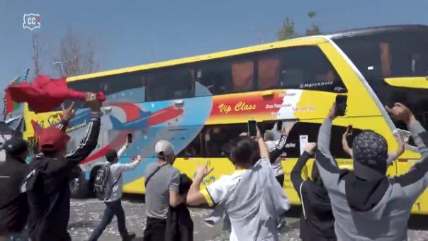 ASí fue el banderazo de los hinchas de COlo Colo previo al duelo contra U de Chile