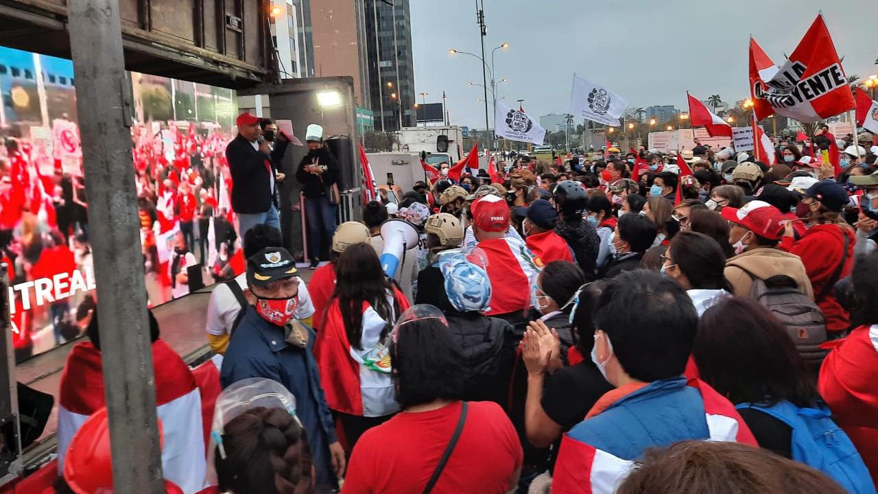 Protesta en frontis de Palacio de Justicia