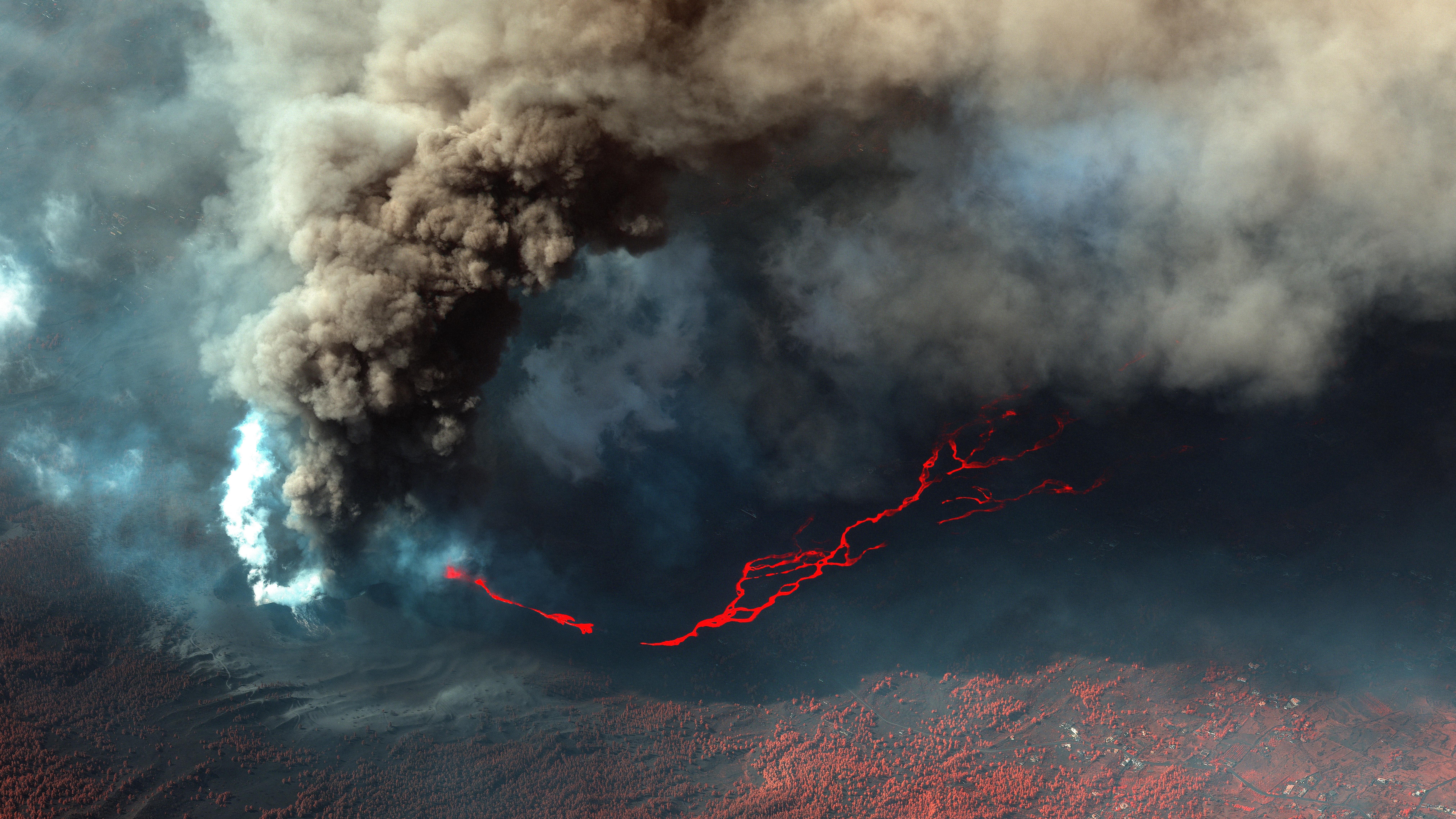 El volcán de la Palma sigue rugiendo mientas sube la sismicida