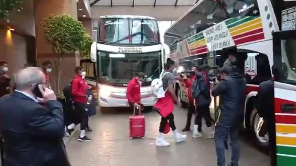 Selección Peruana rumbo al Estadio Monumental.